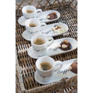 Porcelanowe filiżanki do kawy z podstawką Happy od Riviera Maison do kupienia w Miloo Home. Fot. Miloo Home / Riviera Maison