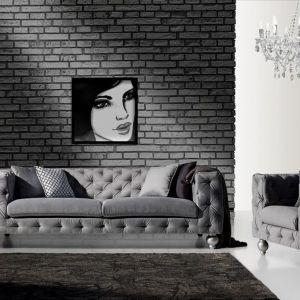Sofa Prado, pikowane obicia na całej powierzchni mebla nadają mu nietuzinkowego, szykownego charakteru. Okrągłe nóżki. Cena: od ok. 3350 zł (sofa 2,5). Producent: New Elegance