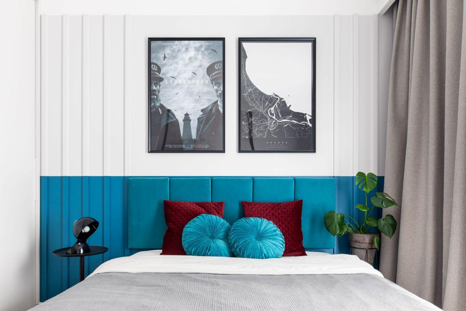 Pomysł na wąską i małą sypialnię w bloku. Projekt: Maria Nielubszyc, pracownia PURA design. Zdjęcia: Jakub Nanowski