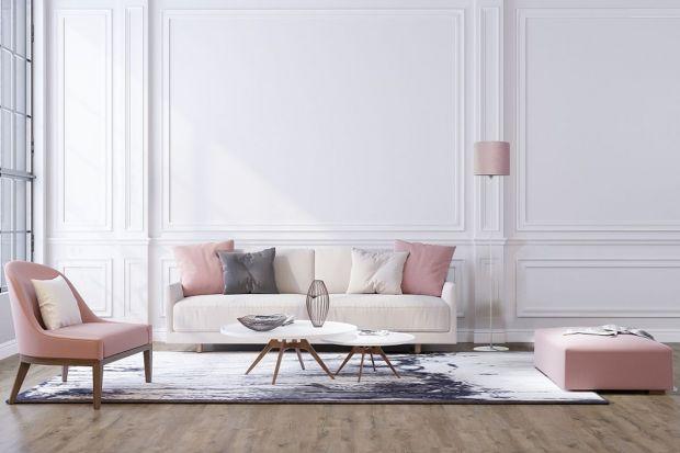 Delikatnie rozproszone światło tworzy we wnętrzu subtelny nastrój, dlatego warto umieścić w salonie czy sypialni lampę stojącą. Pomoże ona stworzyć atmosferę wypoczynku i relaksu.