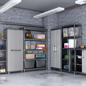 Może rozwiązaniem problemów z przechowywaniem będzie nowa półka na ścianie. Przy rozmieszczeniu przedmiotów w domu liczy się dobry pomysł. Fot. Castorama