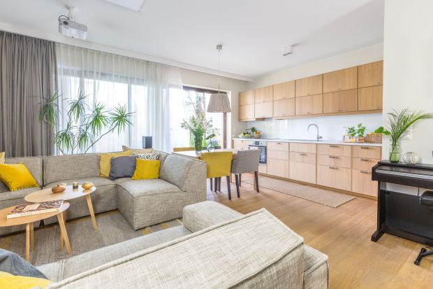 <br />Otwarta strefa dzienna pozwala cieszyć się swoją obecnością przez cały dzień. Dodatkowo optycznie powiększa przestrzeń. Jak urządzić salon z kuchnią i jadalnią? Zobaczcie pomysły projektantów wnętrz.
