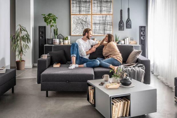 Sofa w małym salonie musi być wygodna i ładna. Jaki zatem model wybrać? Lepszy będzie narożnik czy sofa dwuosobowa? Podpowiadamy! Sprawdźcie jakie modele warto wybrać do małego salonu.