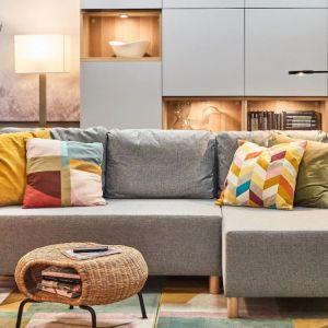Sofa do małego salonu z kolekcji Bennebol dostępna w ofercie IKEA. Fot. IKEA
