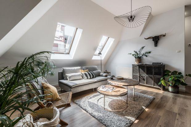 Mieszkanie położone jest w samym centrum Poznania, w nowym budownictwie wplecionym w architekturę miasta tuż obok stuletnich kamienic. Wnętrze zostało zaprojektowane w nowoczesnym stylu –z nutką loftu i skandynawskiego boho.