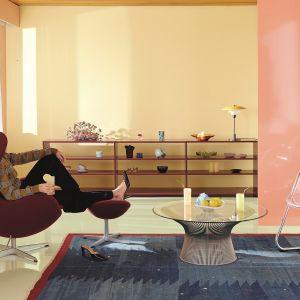 Duet słomkowego odcienia H300 Lemonade i różu K319 Flamingo to radosna opcja dla odważnych, która skutecznie przyciągnie uwagę. Fot. Tikkurila