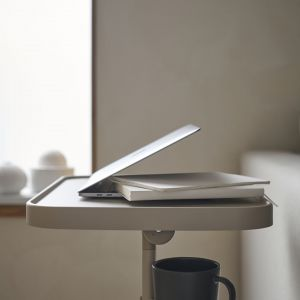 Nowości IKEA na luty 2021. Stolik pod laptopa. Fot. IKEA