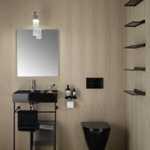 Cała kolekcja ceramiki Kartell by Laufen oferowana jest m.in. w czerni matowej lub połysku. Dowolny model umywalki można skomponować z miską wc i deską wc. Fot. Laufen