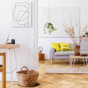 Drewniana podłoga-jodełka-honey Fot. DHL
