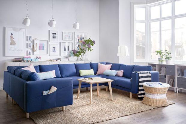 Ten kolor to prawdziwy hit tego sezonu, nie tylko w salonie! Jeśli podobają ci się sofy i narożniki w odcieniach niebieskiego i granatu, koniecznie zajrzyj do naszej galerii. Podajemy ceny wszystkich kanap!