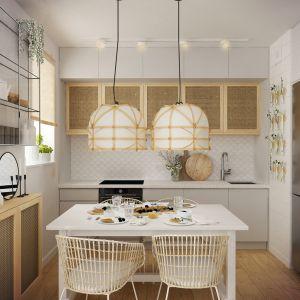 W jadalni nad stołem znalazły się piękne lampy w stylu boho. Projekt wnętrza: Weronika Messyasz, Messyasz Design Lab