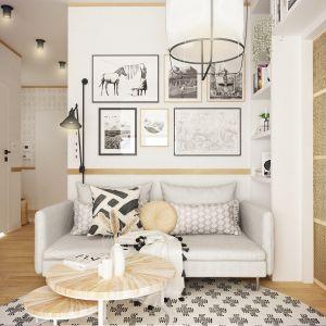 Pani domu lubi grafiki i plakaty, nie mogło ich więc zabraknąć w części dziennej. Projekt wnętrza: Weronika Messyasz, Messyasz Design Lab