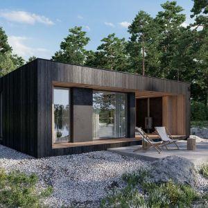Projekt domu HomeKONCEPT-84 DL. Powierzchnia zabudowy: 35 m2. Na ścianach tynk silikonowy i deski elewacyjne. Dach płaski. Projekt: HomeKONCEPT
