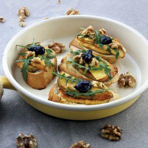 Zapiekane kanapeczki z rukolą, gruszką i serem halloumi fot. Orchidea Creative Group