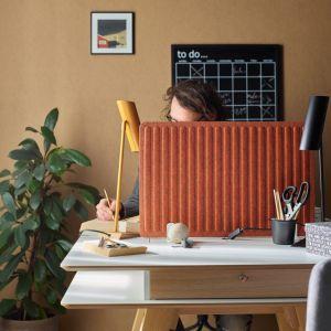 Parawan do biurka - idealny do pracy zdalnej. Fot. VOX