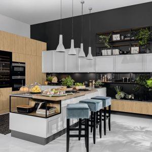 Kuchnia w stylu nowoczesnym, inspirowana naturą. Propozycja kuchni na wymiar. Fot. BRW