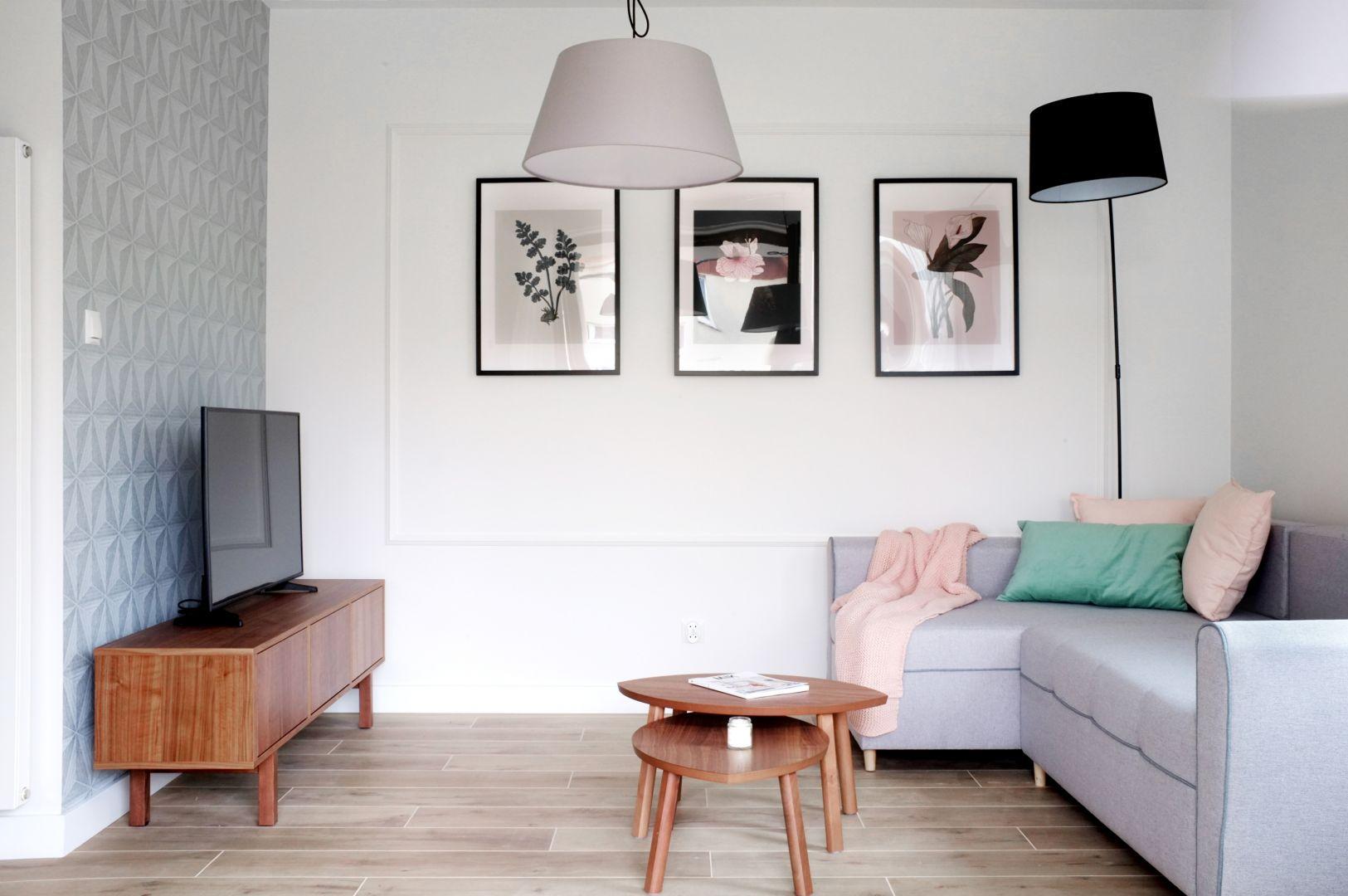 W małym salonie wyposażenie ograniczono do minimum. Projekt Dekorian Home x Grid Studio Projektowe_fot. Norbert Adamowicz
