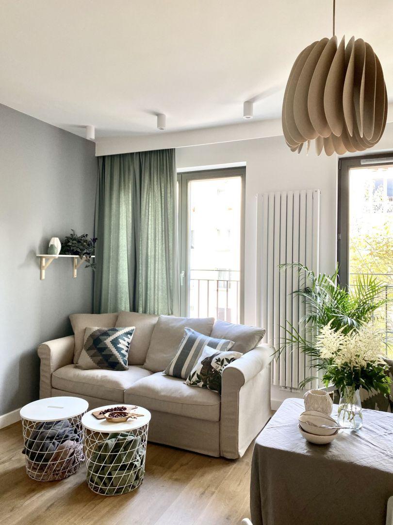 Mały, przytulny salon. Projekt Zuzanna Kuc, pracownia ZU Projektuj