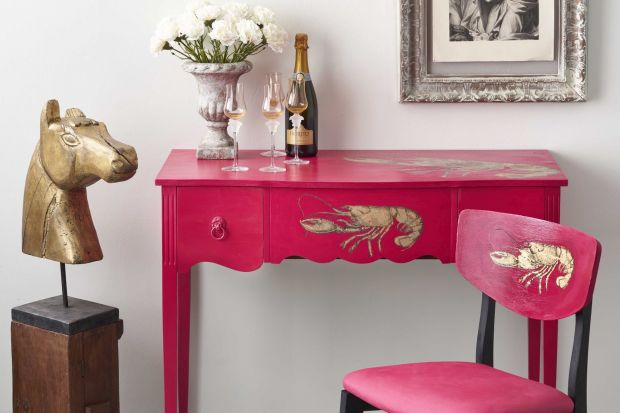 Annie Sloan przedstawia nowy odcień w palecie kolorów legendarnej farby kredowej Chalk Paint™. To Capri Pink, czyli róż z temperamentem.