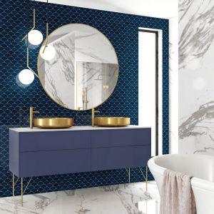 Niebieski kolor w łazience. Flabellum Głębia Oceanu. Fot. Raw Decor