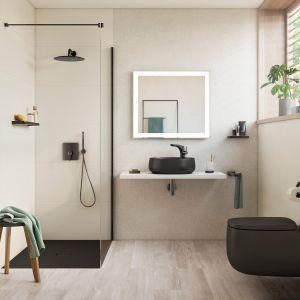 Czarna lub grafitowa ceramika w jasnej łazience daje piękny, graficzny efekt. Na zdjęciu: kolekcja Beyond marki Roca, umywalka i miska wc, kolor onyks. Fot. Roca