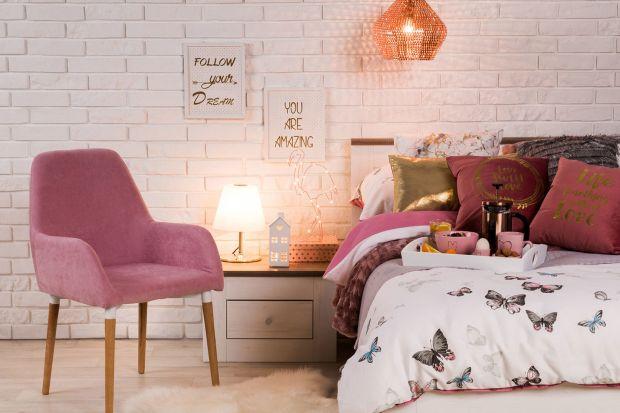 Lubisz pudrowy róż, pastelowy błękit, kwiaty i wzory niczym z powieści Jane Austen? Wybraliśmy dla ciebie 5 uroczych pastelowych pomysłów na piękną aranżację sypialni. Sprawdzi się nawet w małym pokoju w bloku!