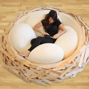 Giant Birdnest to połączenie łóżka, sofy i placu zabaw dla najmłodszych. Projekt OGE Creative Group dostępny jest w różnych rozmiarach i kolorach. Fot. OGE Creative Group
