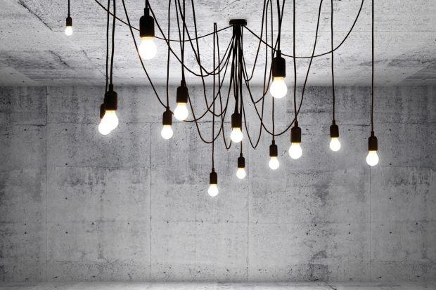 """Lampa Maman to jeden z tych przykładów designu, dla którego wymyślono słowo """"spektakularny""""! Kultowy projekt włoskiej marki Seletti będzie gwiazdą każdego wnętrza! Zobaczcie, jak się prezentuje ta lampa i ile kosztuje."""