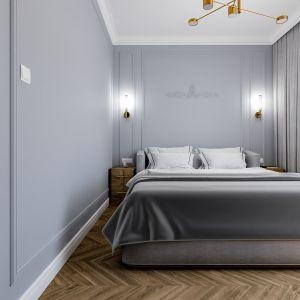 Do szarych ścian świetnie pasuje podłoga wykończona deska na kształt chevron. Projekt i wizualizacje: Monika Staniec
