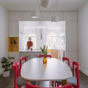 Nowoczesna kuchnia w zabytkowym domu na Żoliborzu. Projekt: Agata Ambrożewska, Agata Krzemińska,  pracownia A+A. Zdjęcia: PION Studio