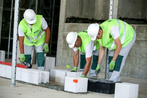 Budowa domu: sprawdź jak poprawnie rozpocząć prace murarskie. Praktyczny poradnik!