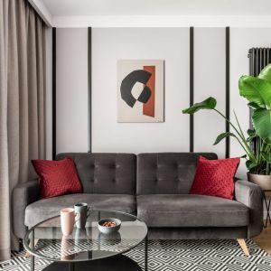 Mały salon z o przytulnym charakterze. Projekt: Maria Nielubszyc, pracownia PURA design. Fot. Jakub Nanowski