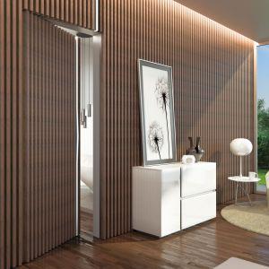 Ukryta klamka z niewidoczną ościeżnicą jeszcze bardziej podkreśli nowoczesny charakter drzwi. Fot. Agas