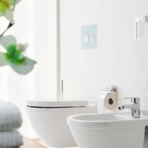 Łazienka (nie) cała w bieli. Fot. Tece