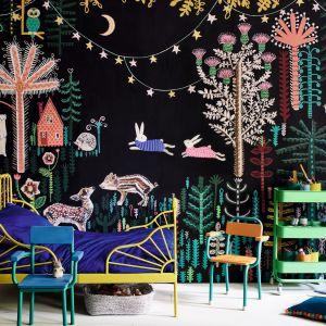 Własny, autorski mural w pokoju można stworzyć przy użyciu farby kredowej Chalk Paint™ dostępnej w 44 kolorach, które można swobodnie mieszać (na zdj. Mural autorstwa Lucy Tiffney). Fot. Annie Sloan