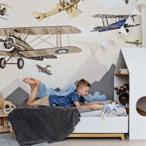 Tapeta Airplanes od polskiej marki Walltime. Tapety przygotowywana jest na materiale winylowym na flizelinie o strukturze płótna lub betonu. Fot. Walltime