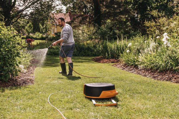 Każdy właściciel ogrodu wie, jak ważne, jest jego odpowiednie nawodnienie.Przy tego typu pracach przyda się dobry sprzęt. Dzięki temu wszystko przebiegnie szybciej, łatwiej i przyjemniej. Polecamy więc nową serięsprzętu do nawadniania ogro