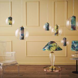 Jeśli nie wiesz jak odmienić swój salon, po prostu kup nowe lampy. Te na zdjęciu to botaniczny model Feria polskiej marki Kaspa. Świetne! Fot. Kaspa
