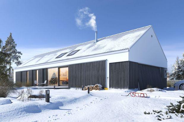 Zimą właściciel domów mają spory pracy, szczególnie gdy za oknami szaleją intensywne opady śniegu, silne mrozy czy porywiste wiatry. Trzeba zadbać o rynny, odśnieżanie dachu, i posesji oraz o rośliny. O czym jeszcze koniecznie muszą pamięta�