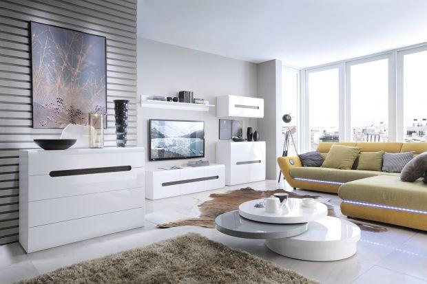 Białe meble są modne, ponadczasowe i piękne. W salonie się sprawdzą się więc znakomicie. Tym bardziej, że w sklepach znajdziecie spory wybór mebli w białym kolorze.
