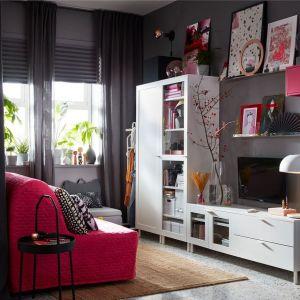 Białe meble do salonu: modułowe zestawy z kolekcji Platsa dostępne w IKEA. Fot. IKEA