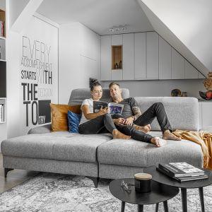 Nieduża sofa modułowa Carmen dedykowana do małych wnętrz. Fot. Wajnert Meble.