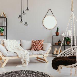 Miłośnikom skandynawskiego stylu przypadnie do gustu seria HOLLY, w której znajdziemy lampy wiszące mające jedno, trzy lub pięć źródeł światła. Fot. ActiveJet