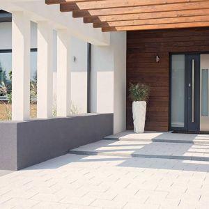 Zakup szczelnych i trwałych bram, okien czy drzwi wpływa na obniżenie rachunków za ogrzewanie pomieszczeń zimą. Fot. Wiśniowski