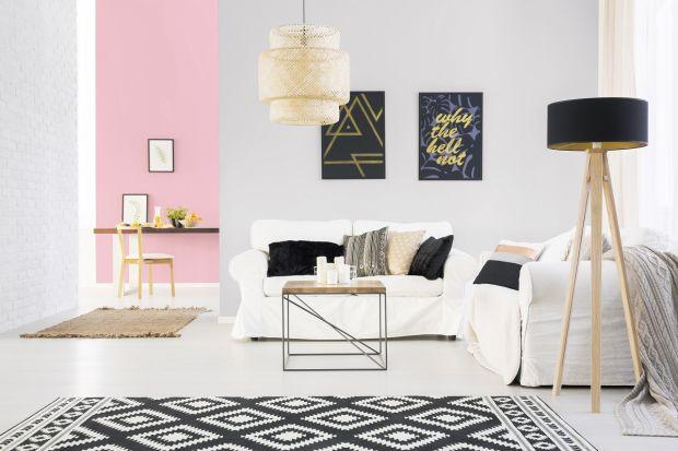 Ściany wykończone kolorem różowym tonietuzinkowy pomysł na aranżacje z klasą. Róż doskonale sprawdzi się w salonie, w sypialni oraz w pokoju dziecka.