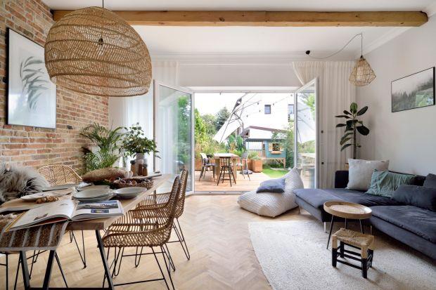 Coraz chętniej wykorzystujemy w domu naturalne materiały i dekorujemy wnętrza roślinami. Chcesz przenieść ekologiczny nurt do swojego wnętrza? Zobacz, jak stworzyć aranżację w tym stylu!