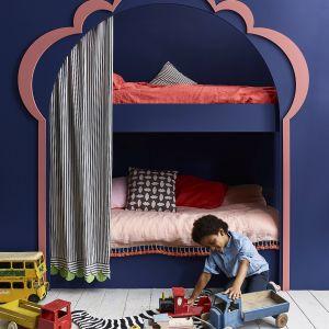Annie Sloan - sypialnia dziecka łożko piętrowe pomalowane Chalk Paint w kolorach Napeolonic Blue i Scandinavian Pink