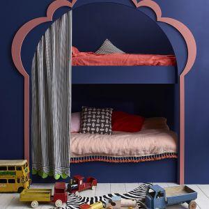 Annie Sloan -sypialnia dziecka łóżko piętrowe Chalk Paint w kolorach Napeolonic Blue i Scandinavian Pink