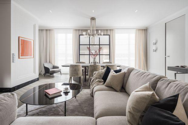 Architekt wnętrz Katarzyna Kraszewska zadbała, byten apartament subtelnie i twórczo nawiązywał do stylu międzywojennej kamienicy, niedawno gruntownie wyremontowanej w wysokim standardzie. Rezultatem jest przytulna przestrzeń dla najbardziej wymag