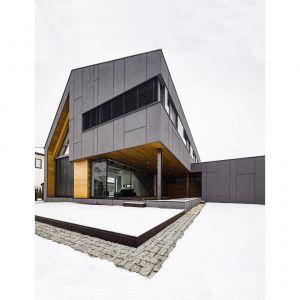 System zdalnego zarządzania oknami ochroni dom przed zalaniem – pod warunkiem, że zostanie połączony z systemem pogodowym. Fot. Beczak & Beczak
